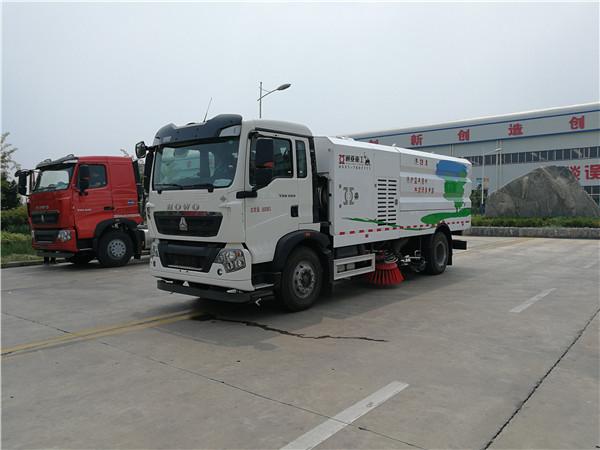 WTY5180TXSSNG6型重汽LNG单发洗扫车